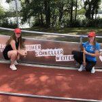 Nachwuchsbobteam Charlotte Candrix präsentiert sich beim Internationalen Anschubwettkampf